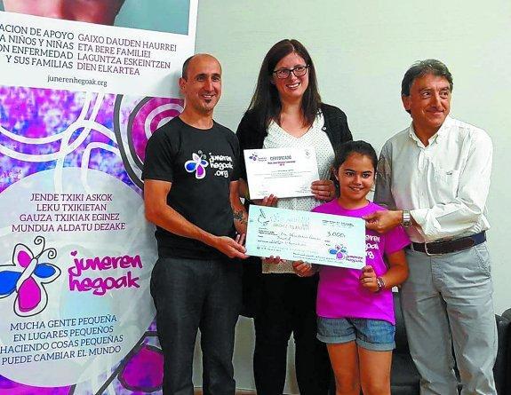 5ab2e6d9ca391 Carlos Sánchez (Pte. de Juneren Hegoak y padre de June) y su hija